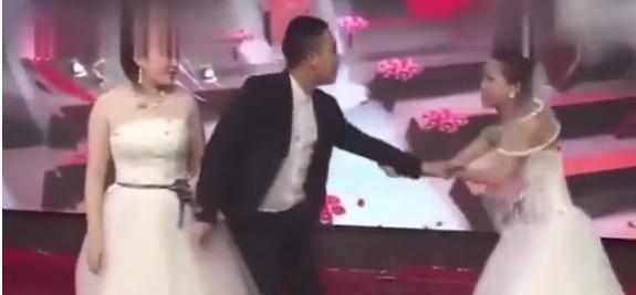 Düğünde iki gelin arasında kaldı!