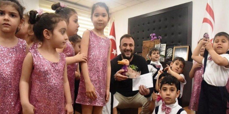ÇOCUKLAR BAKAN ÇELER'İ ZİYARET ETTİ