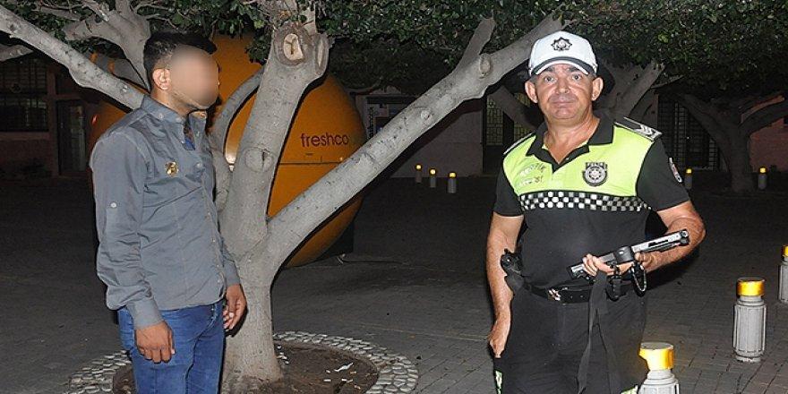 PARASIZ TURİST POLİSE SIĞINDI!