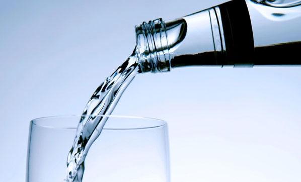 Kadınlar 10, erkekler günde 14 bardak su içmeli