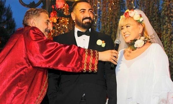 Evliliğin yasını tutuyor!