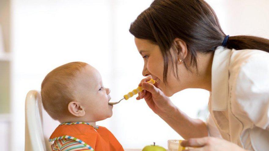Bu dönemde bebeğinizi yemek yemeğe zorlamayın!