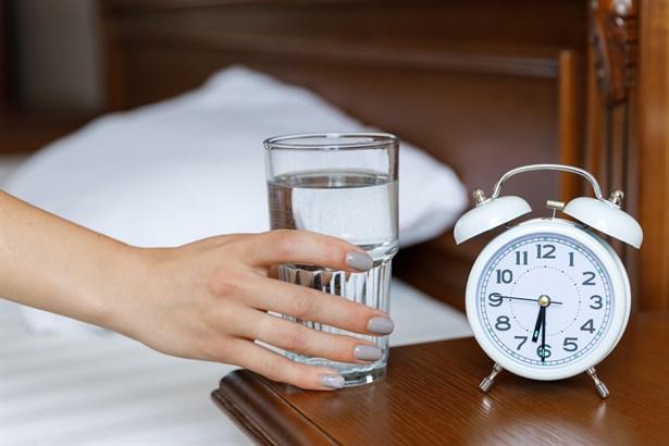 Uyanır uyanmaz su içmek...