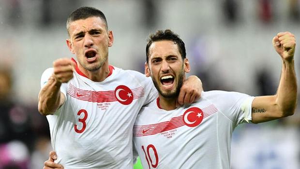 Hakan Çalhanoğlu anlattı: 'Abi ikinci direğe at'