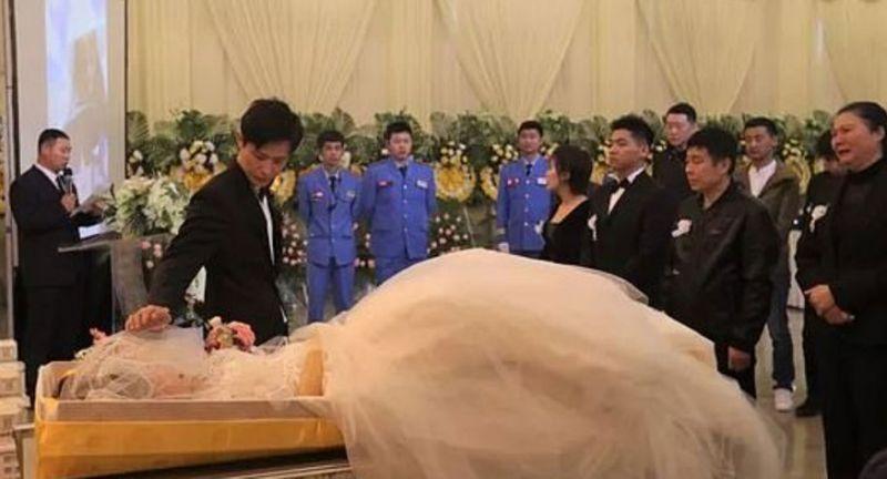 Nişanlısının naaşıyla evlendi!