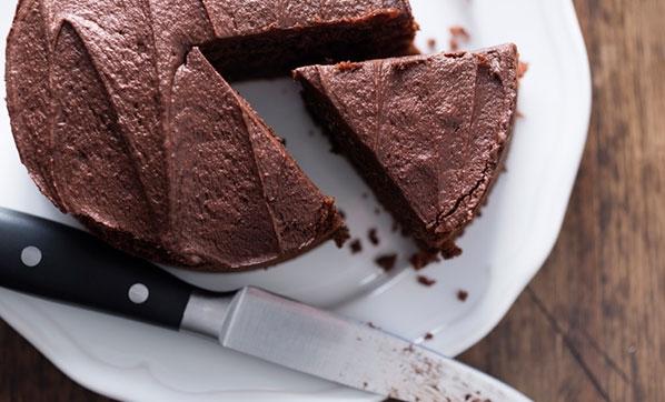 Cenaze yemeğinde yanlışlıkla esrarlı kek servis edilince...