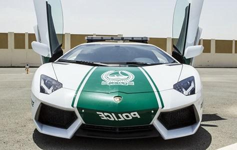 DUBAİ'DEKİ POLİSLERE DE LAMBORGHİNİ ALINDI