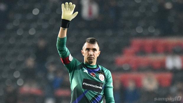 Galatasaray'da Fernando Muslera şoku!