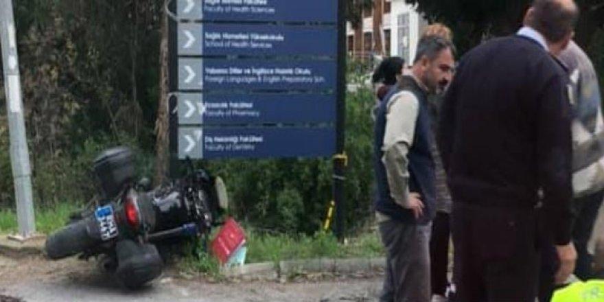 MOTOSİKLETLİ POLİS KAZA GEÇİRDİ