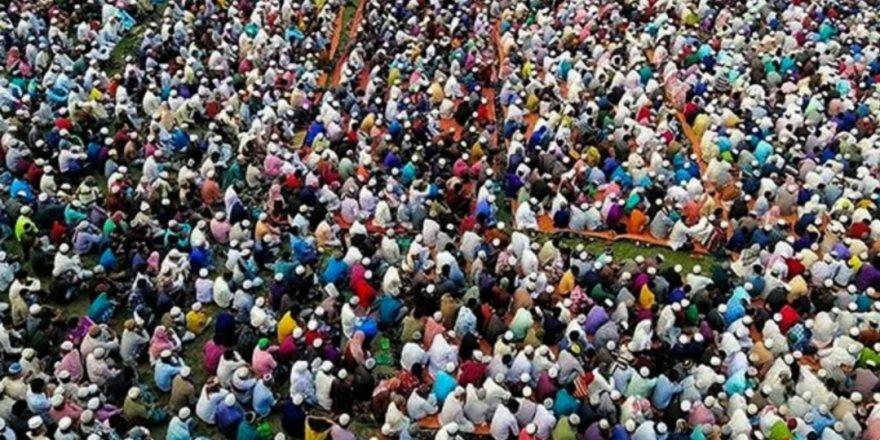 Bangladeş'te on binlerin 'koronavirüs duası' için toplanması infial yarattı