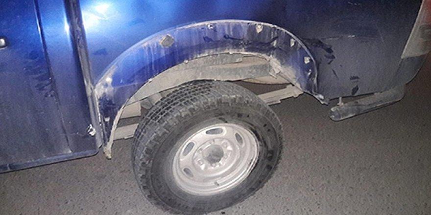 Polis aracına çarptı, durmadı