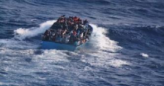 HİNT OKYANUSU'NDA 150 GÖÇMENİ TAŞIYAN TEKNE ALABORA OLDU: 4 ÖLÜ