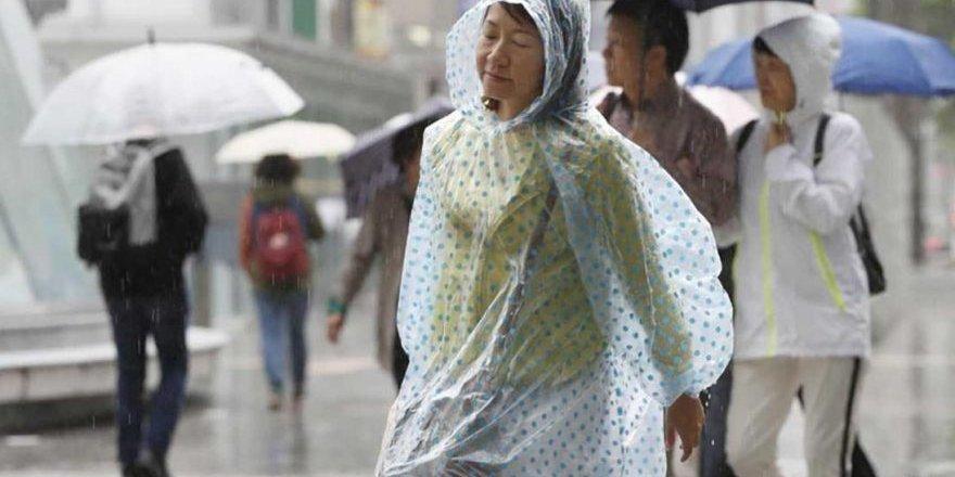 Japonya'da koruyucu ekipman sıkıntısı: Yağmurluklarınızı verin