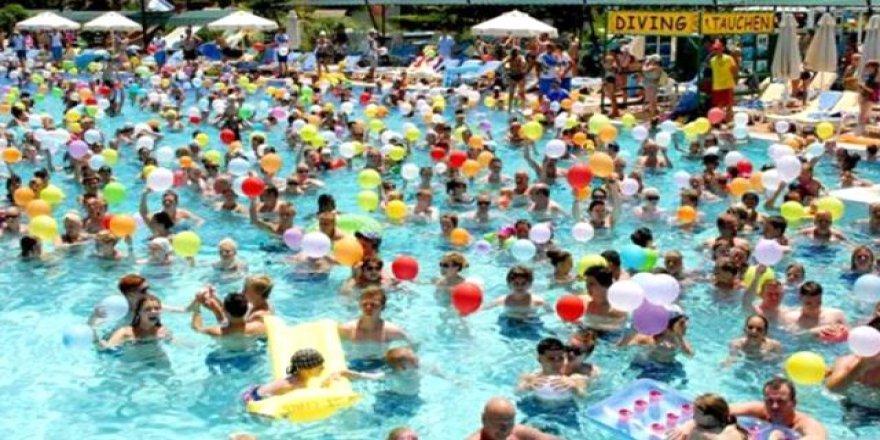 Koronavirüs denizden bulaşmaz ama havuzda risk var!