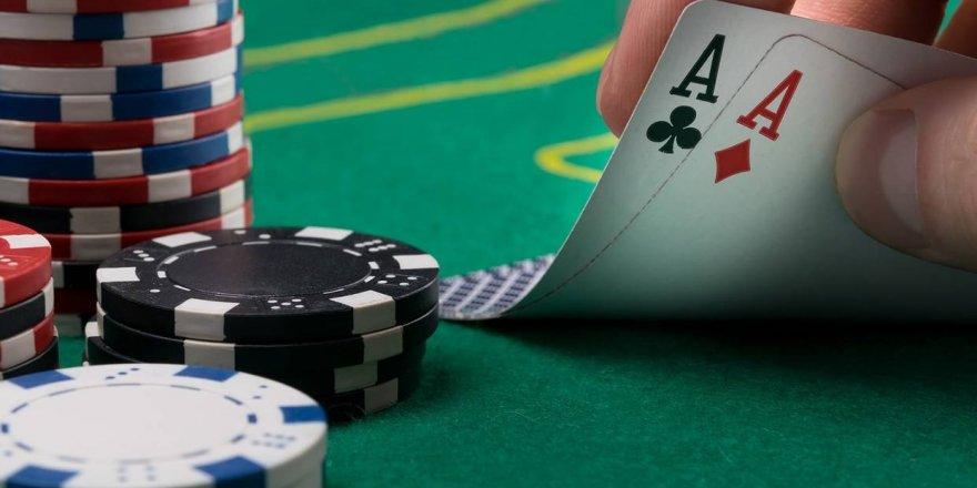 Kumarhanede Bakanlar Kurulu kararına uyulmayarak poker oynandı