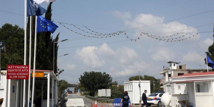 UNFICYP iki liderin geçiş noktalarındaki kısıtlamaların kaldırılmasıyla ilgili kararı memnuniyetle karşıladı
