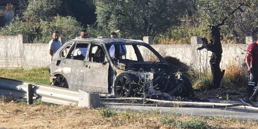 Lüks araç yanarak, kül oldu