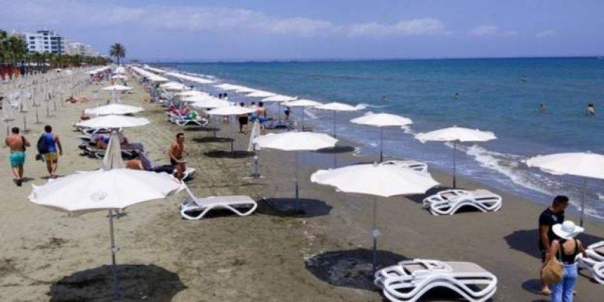 Güney Kıbrıs, tatile geldikten sonra koronavirüse yakalananların masraflarını karşılayacak