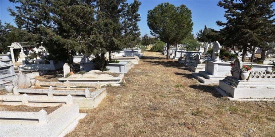 İngiltere'de yaşamını yitiren 6 Kıbrıslı Türk nugün KKTC'de defnedildi