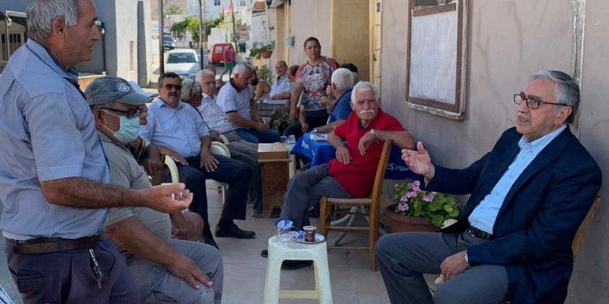 Cumhurbaşkanı Mustafa Akıncı, Dikmen'i ziyaret ederek yurttaşlarla bir araya geldi.