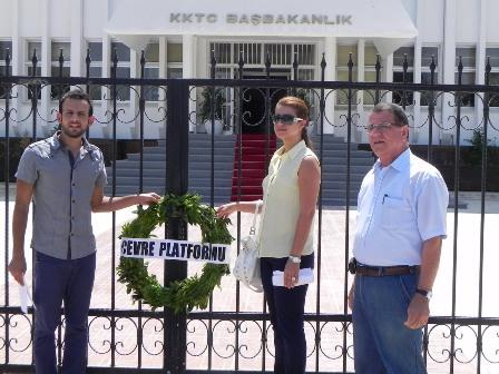 """""""SİYAH ÇELENK"""" EYLEMİNE KARŞILIK """"YEŞİL ÇELENK"""""""
