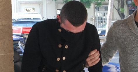 EVİNDE ARAMA OLUNCA POLİSİ DARP ETTİ...