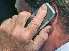 """CEP TELEFONU, BOYUN FITIĞI VE BEYİN TÜMÖRÜNE YOL AÇABİLİYOR"""""""