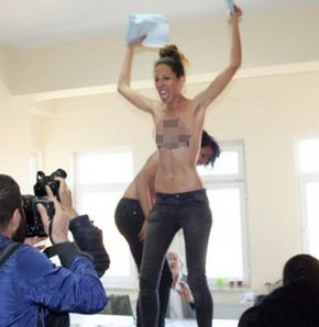 FEMEN'DEN SEÇİM EYLEMİ