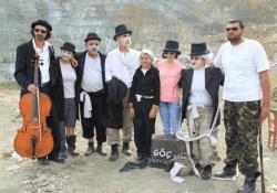 'GODOT'U BEKLERKEN' LEFKE ÇÖPLÜĞÜ'NDE SAHNELENDİ