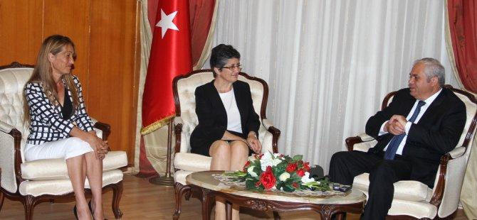 """""""HER İNSANIN DİĞER İNSANLA EŞİT OLMA HAKKI VARDIR..."""""""