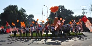 ÖZÇINAR, GÜZELYURT TERMİNAL MEYDANI'NDA HALKLA BULUŞTU