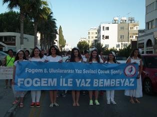 """FOGEM'İN """"8. ULUSLARARASI YAZ SEVİNCİ ÇOCUK ŞENLİĞİ"""" SONA ERDİ"""