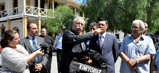YSK'YA SİYAH ÇELENKLİ PROTESTO