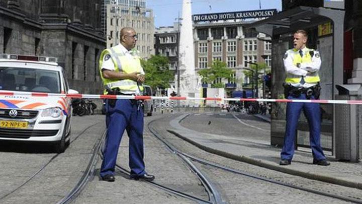 AMSTERDAM'DA BOMBA PANİĞİ