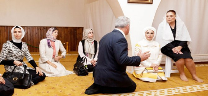 FIRST LADY'LER HAZRETİ ÖMER TÜRBESİ'NDE
