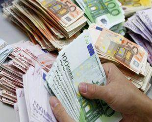 1.8 MİLYON EURO, BANKADAN ATILAN İKİ GÖREVLİNİN EVİNDE BULUNDU