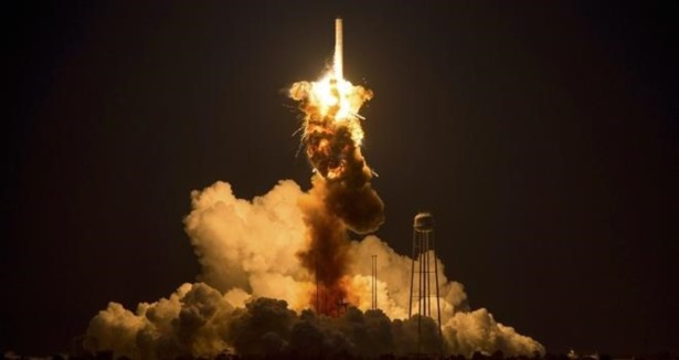 ROKET NASA'NIN ELİNDE BÖYLE PATLADI