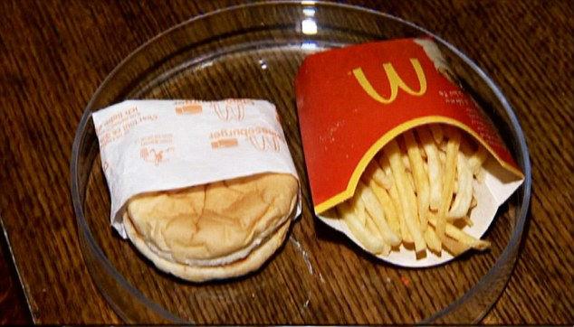 6 Senelik McDonald's Burger ilk günkü gibi...