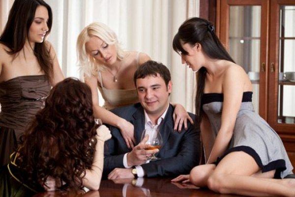 Много женщин один мужик фото 5648 фотография