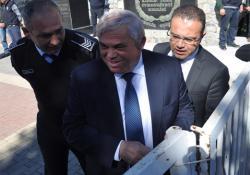 MECLİS'İN KIRIK KAPISI BAŞBAKAN'A DERT OLDU!