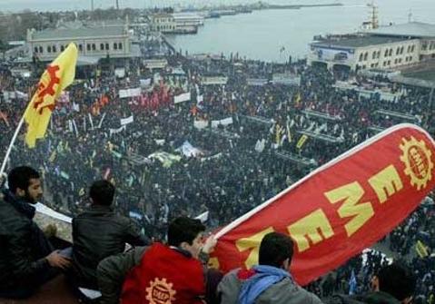 KADIKÖY'DE 'LAİK EĞİTİM, DEMOKRATİK TÜRKİYE' İÇİN DEV MİTİNG