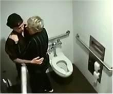 Justin Bieber tuvalette basıldı!