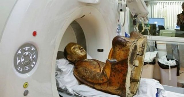1000 yıllık heykelin içinden çıkan şok etti...