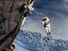 Uzay Yürüyüşünü Bitirdikten Sonra Başlığında Su Olduğunu Fark Etti