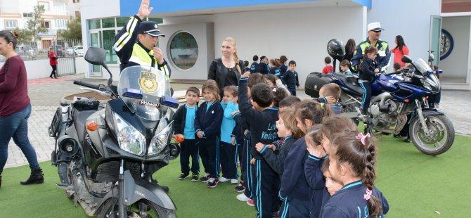 POLİSTEN ANAOKUL ÖĞRENCİLERİNE TRAFİK EĞİTİMİ