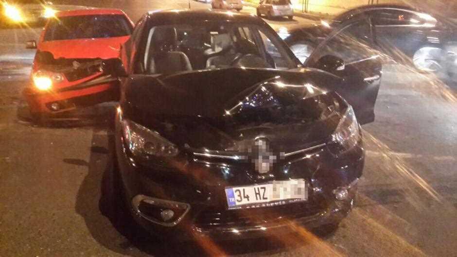 Ünlü oyuncu trafik kazası geçirdi!