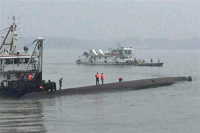 Çin'de gemi faciası: 446 yolcu kayıp
