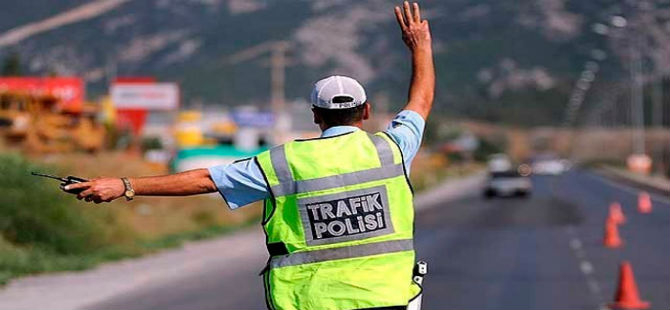 POLİS ARAÇTA ARAMA YAPTI