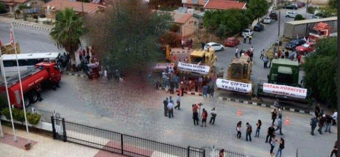 POLİSE AİT DORSE, ÇİFTÇİLERE AİT TIRLA ÇEKİLDİ!
