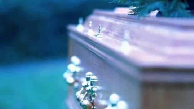 'Ölü' ilan edilen kadın cenazesinde uyandı
